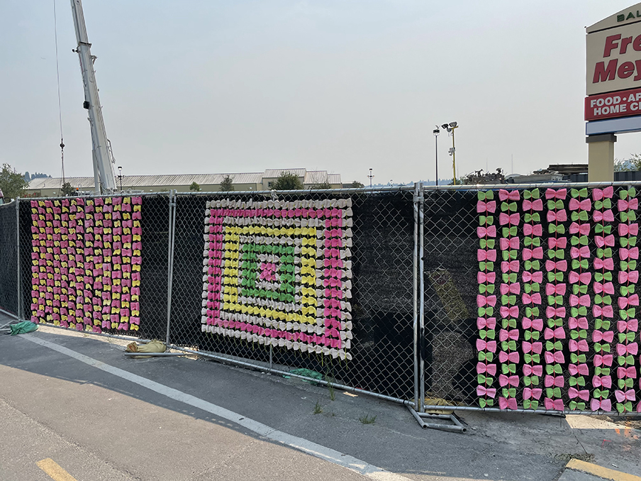 Shawn Park's artwork consisting of brightly colored sponges made into patterns on a chainlink fence.